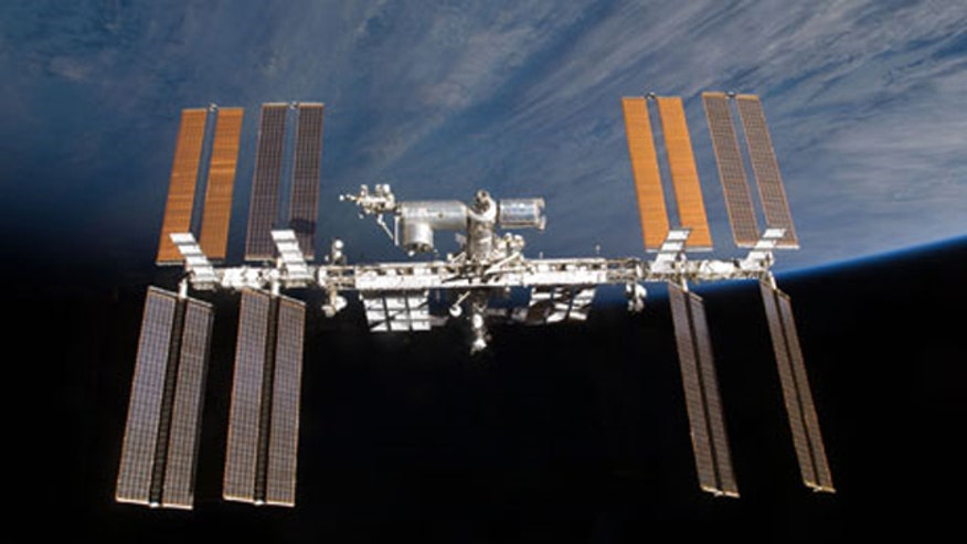 Astronauts complete first repair mission