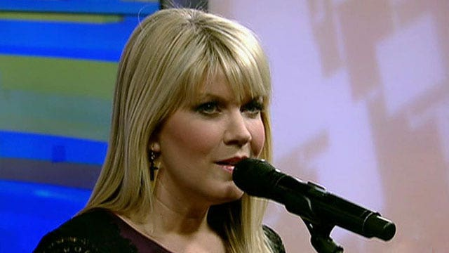 Natalie Grant performs 'O Holy Night'