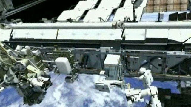 Astronauts delay 2nd spacewalk because of faulty suit