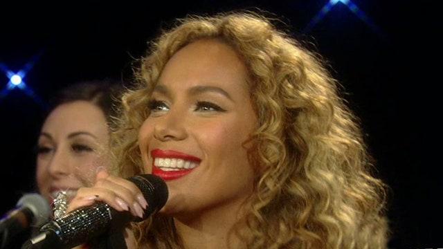 Leona Lewis performs 'Winter Wonderland'