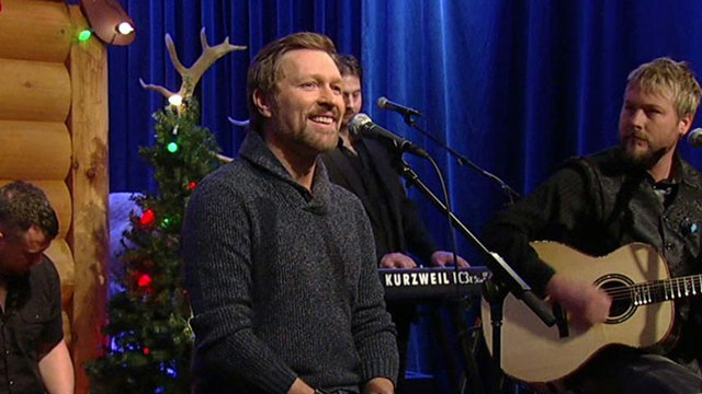 Craig Morgan performs 'Chestnuts Roasting on an Open Fire'