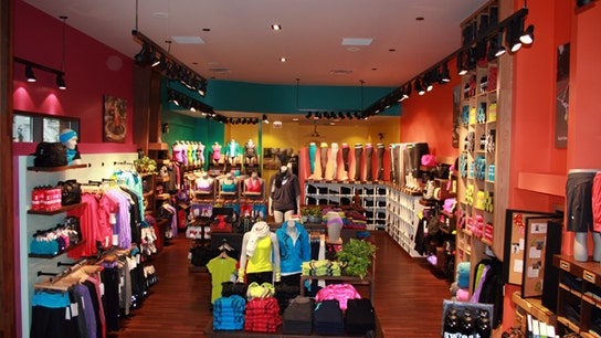 Lululemon Lifts 4Q View on Strong Holiday Sales
