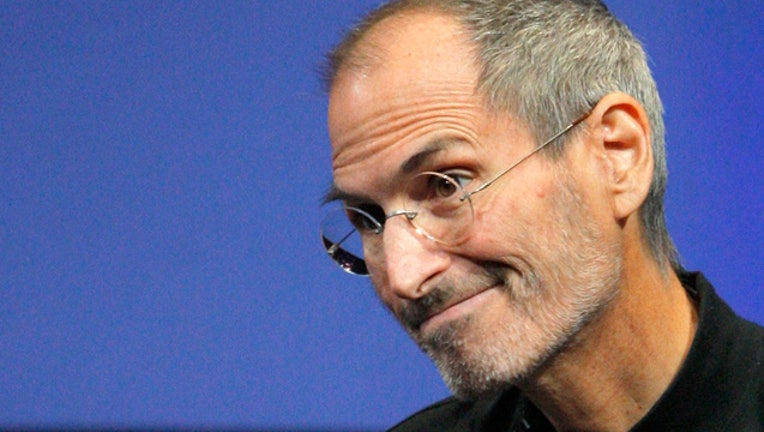 Steve Jobs Gives Up CEO Spot at Apple, Tim Cook Will ...