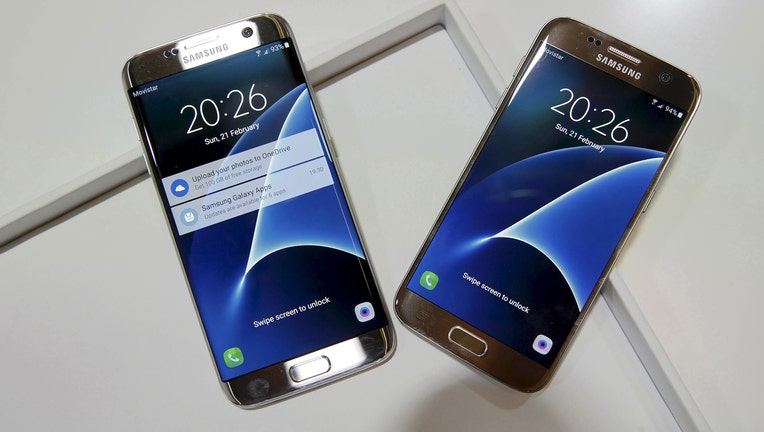 Samsung, LG Unveil New Devices in Bid For Smartphone Recovery
