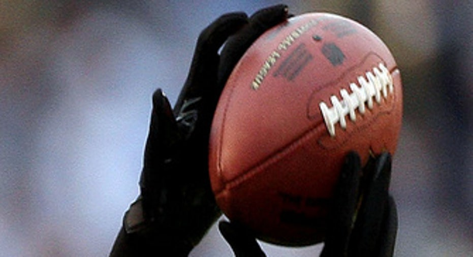 020110_NFL_Wide_receiver_20100201122622_335_220