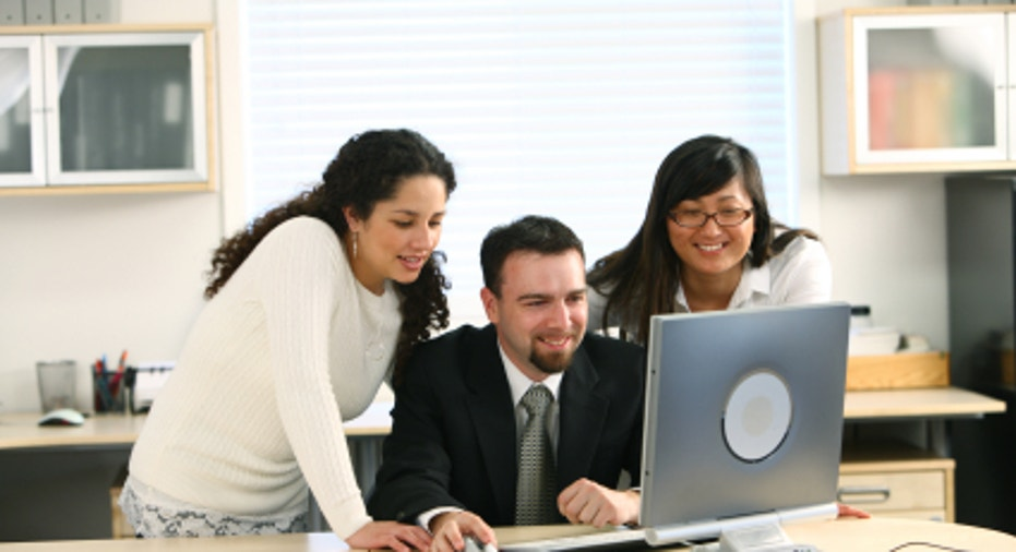 Small_Business_People_on_Laptop