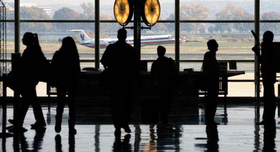 Airport_Reagan_Passengers_Waiting
