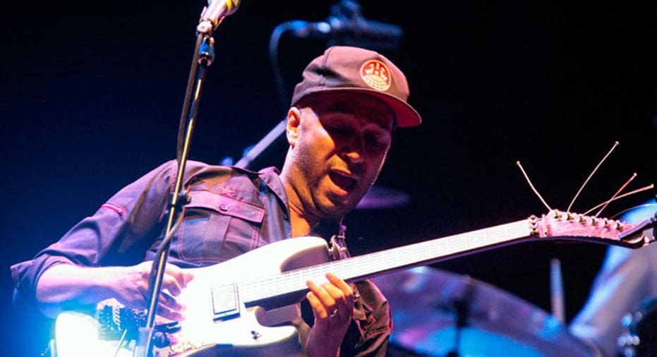 Tom Morello Plays Guitar, PF Slideshow