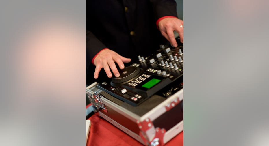 DJ Scratching with Digital Turntable