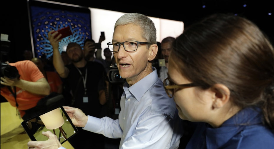 Apple CEO Tim Cook with iPad FBN