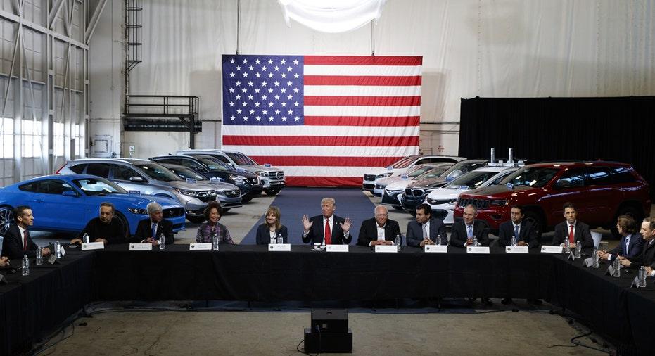 Dondal Trump GM Ford Chrysler CEOs at table FBN
