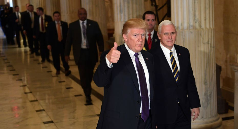 President Donald Trump thumbs up, Mike Pence AP FBN