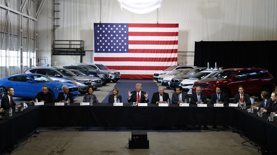 Dondal Trump GM Ford Chrysler CEOs at table FBN