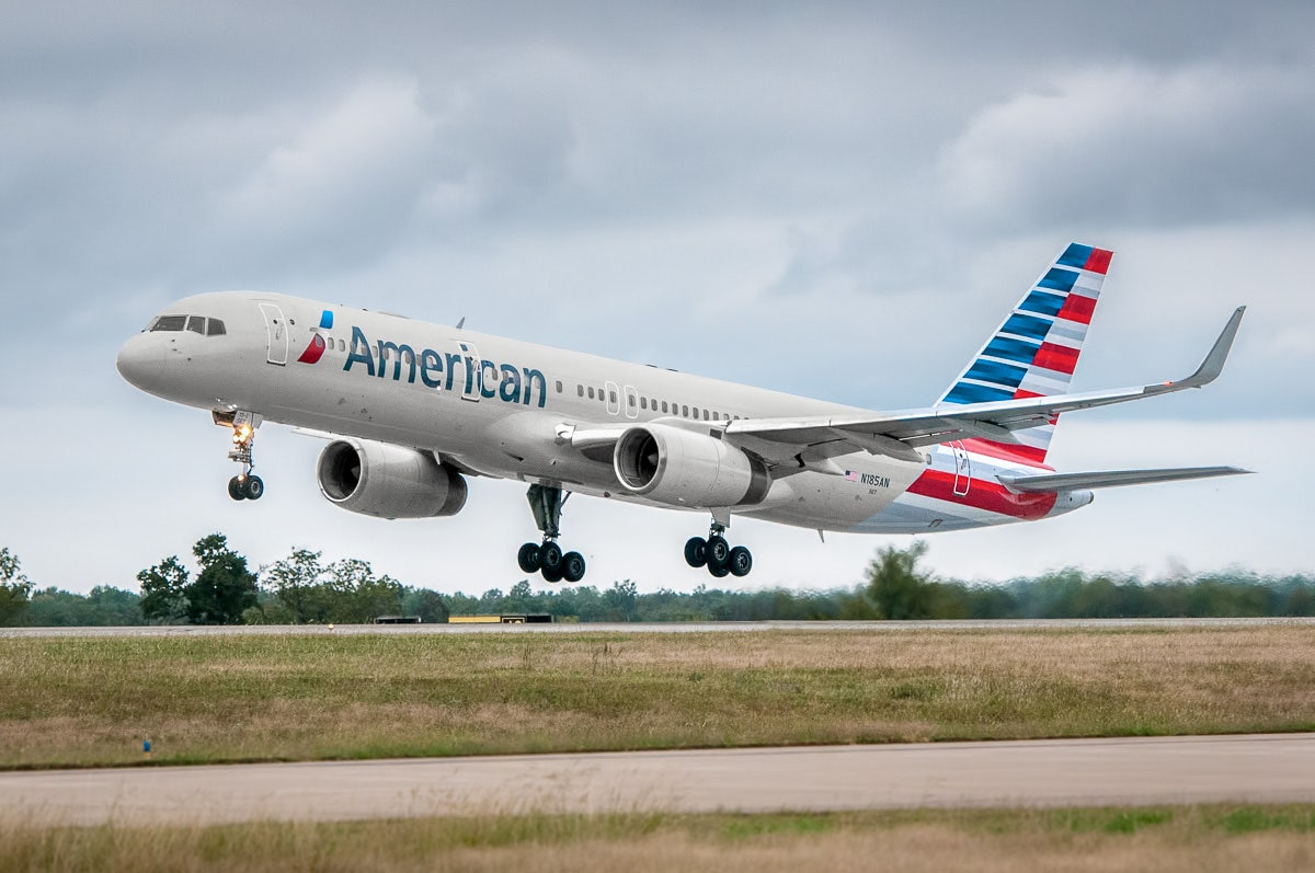c2ae6481c19e American Airlines hikes baggage fees