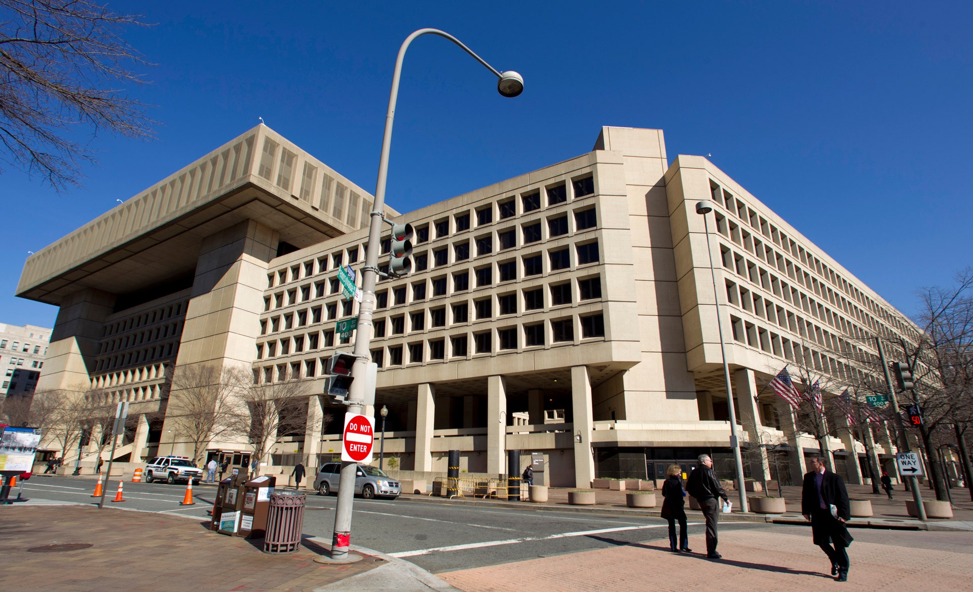 US official charged with leaking secrets to journalists