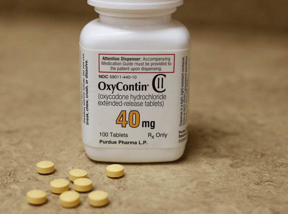 Lawsuits Against OxyContin Maker Halted for 6 Months