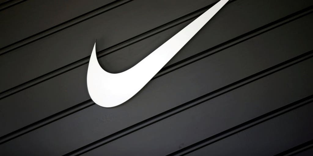 azúcar cortar Imperialismo  Nike CEO Mark Parker takes 70 percent pay cut in 2017 | Fox Business