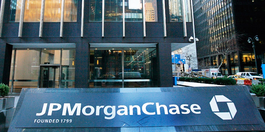 JPMorgan reaches beyond its branches with new mobile account