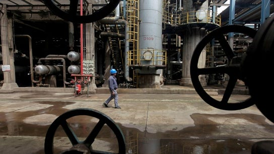 US oil prices rise above $60/bbl on tightening supply