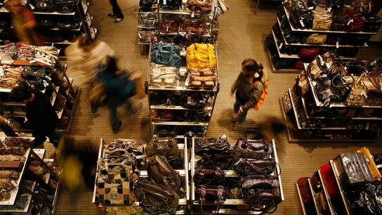US retailers struggling to fill holiday jobs