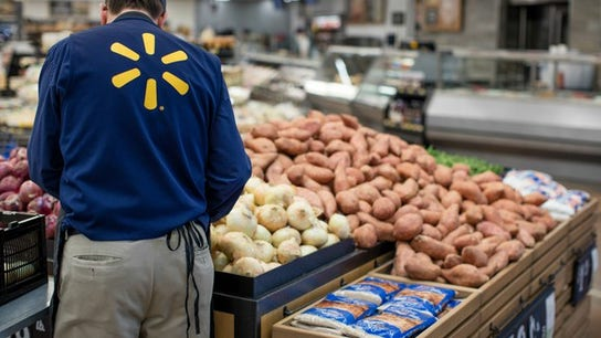 Walmart to pay college tuition bills for employees