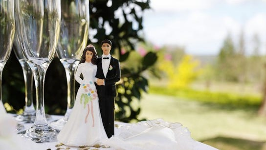 Should you call wedding off over fiance's 'controlling mommy?'