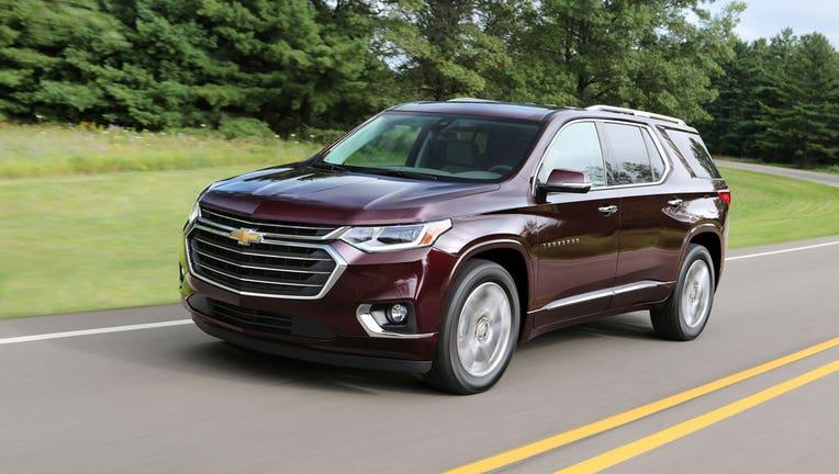 Chevrolet Traverse Vs Volkswagen Atlas Edmunds Sizes Up