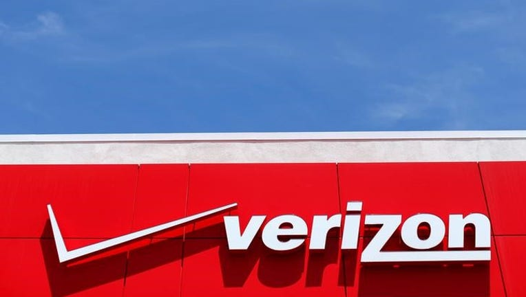 Verizon considering topping AT&T's bid to buy Straight Path: sources