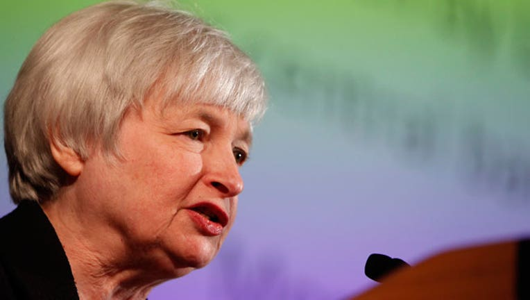 Yellen Faces Fine Balance on Fed Rate Hike After Job Growth Tumbles