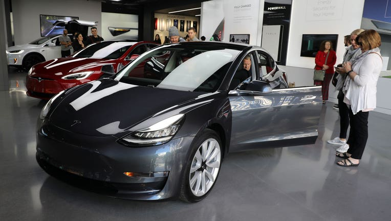 tax credit on tesla vehicles to begin phasing out fox business. Black Bedroom Furniture Sets. Home Design Ideas