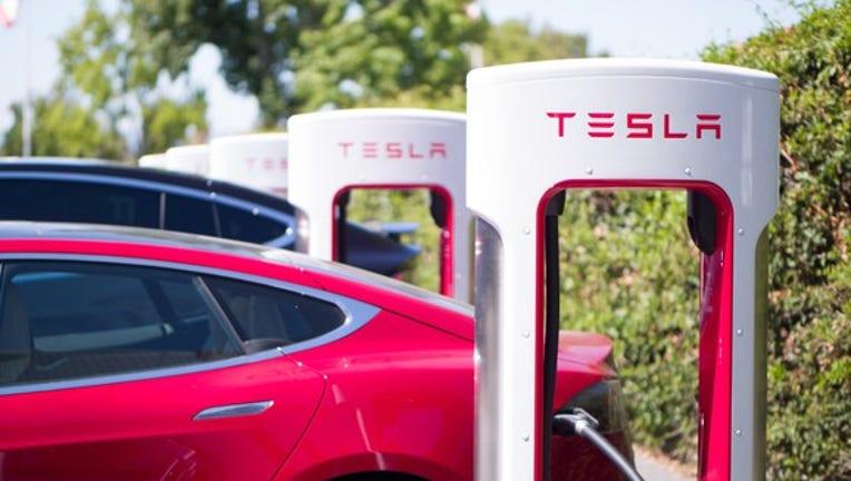 Tesla Motors, Inc. Hires Former Apple PR Veteran