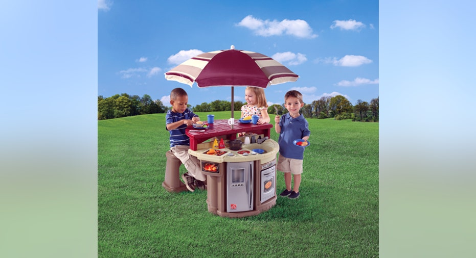 Outdoor Grill and Play Patio Café, Toy Fair Slideshow