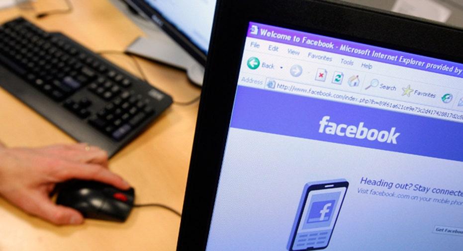 Facebook on Computer Screen Social Media, 640x360