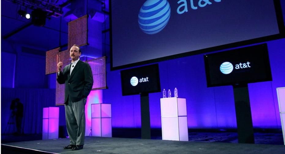 AT&T Mobility CEO De la Vega Introducing BlackBerry Torch