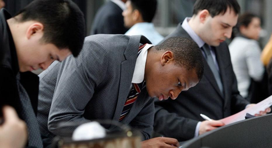 Applying_Jobs_College_Grads_Business