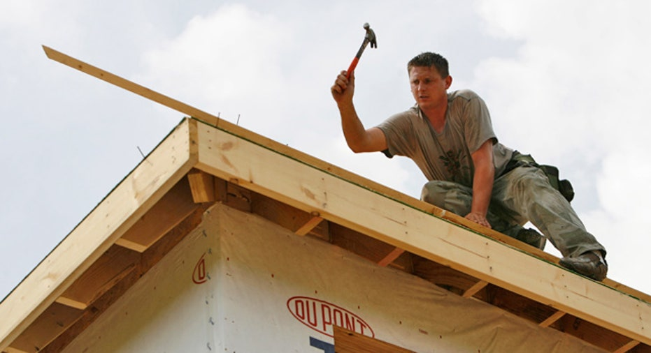 Building_Home_Construction_Worker_02