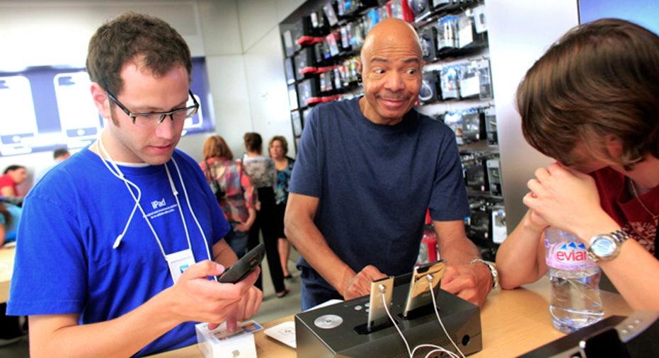 Customers Buying iPhone 4