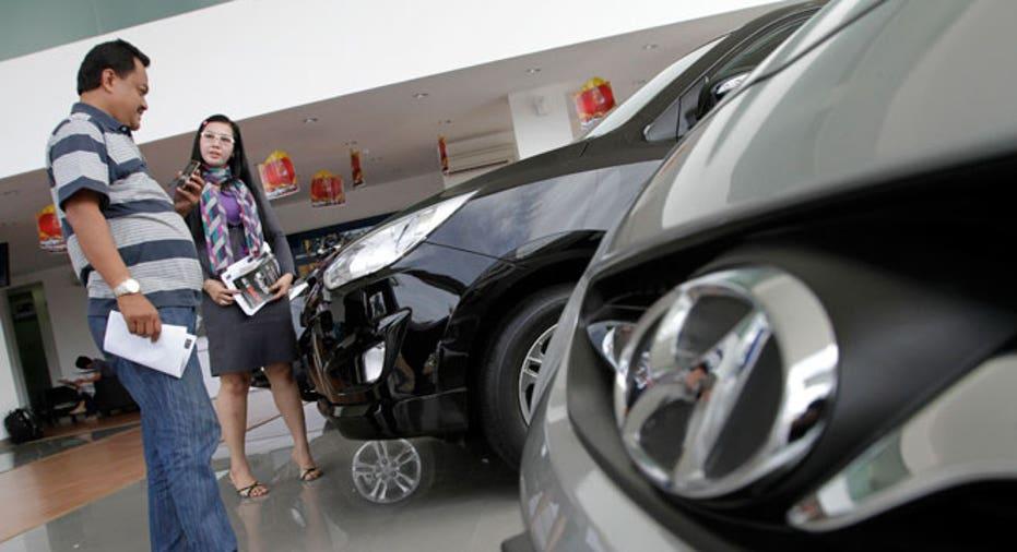 Hyundai, care salesman, auto dealership, car dealership