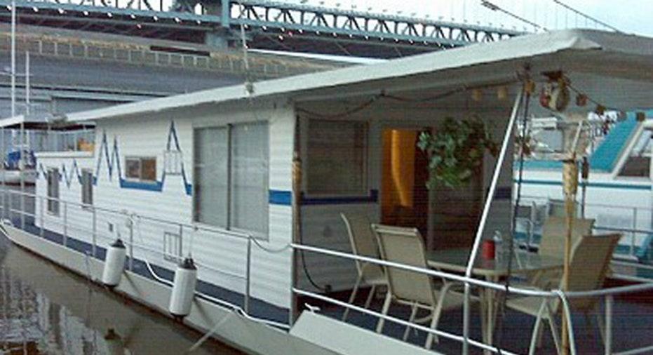 Pegasus_Houseboat