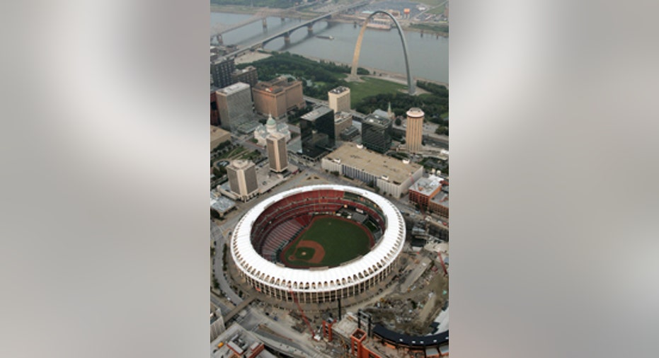 Photo of Saint Louis' Arch & Baseball 200x300