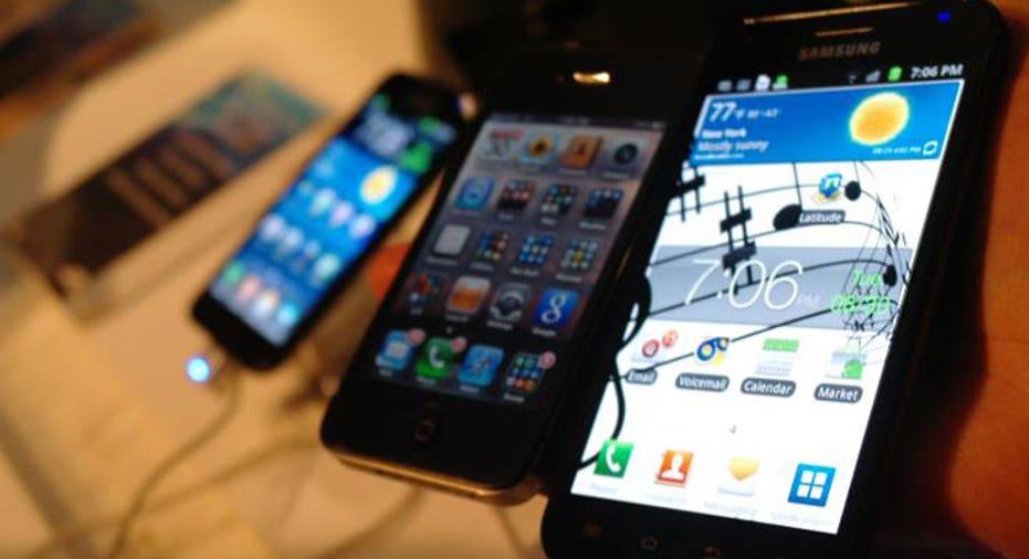 Samsung Galaxy S II With iPhone 4