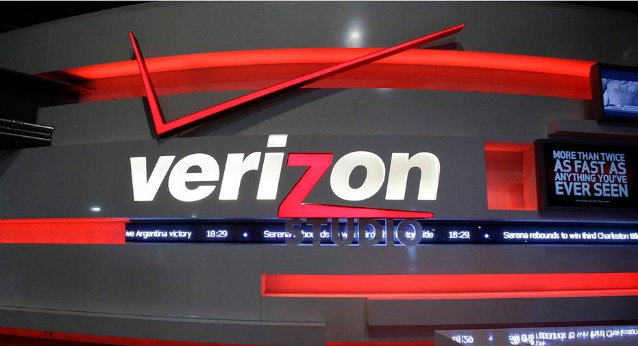 Verizon Logo Store 2 FBN
