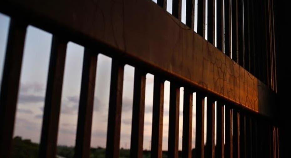 Border wall_1