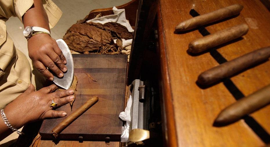 Cuban Cigar, Cuba, cigar roller