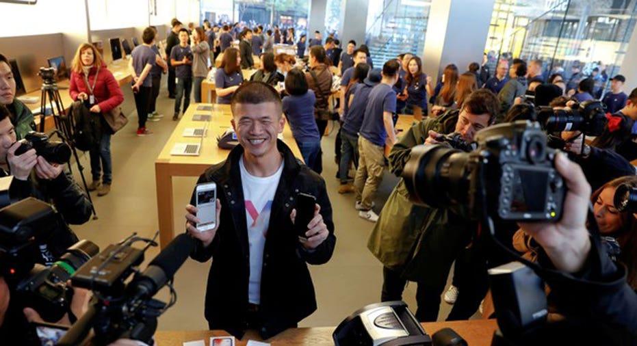 Iphone X Beijing  REUTERS/Damir Sagolj