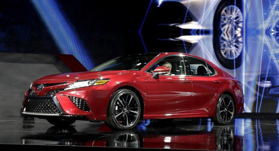 Toyota Camry 2017 Detroit auto show FBN