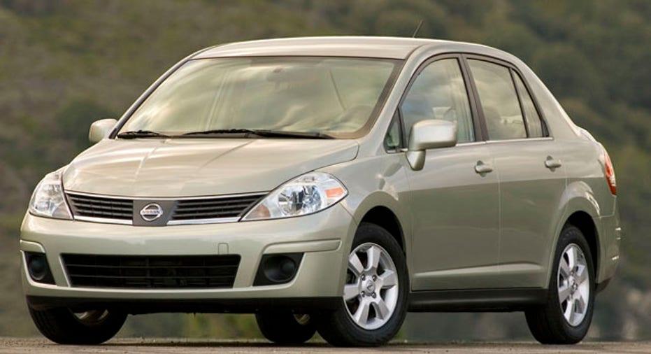 Nissan Versa 1.8 SL (Hatchback)
