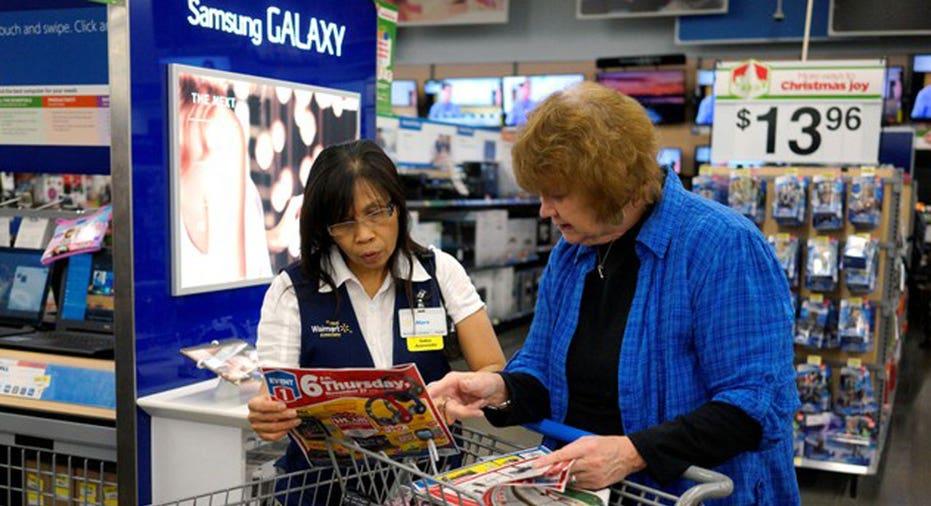 Walmart Shopper  REUTERS/Rick Wilking/File Photo