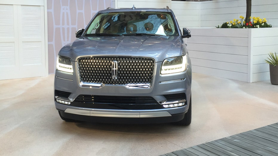 2018 Lincoln Navigator preview FBN