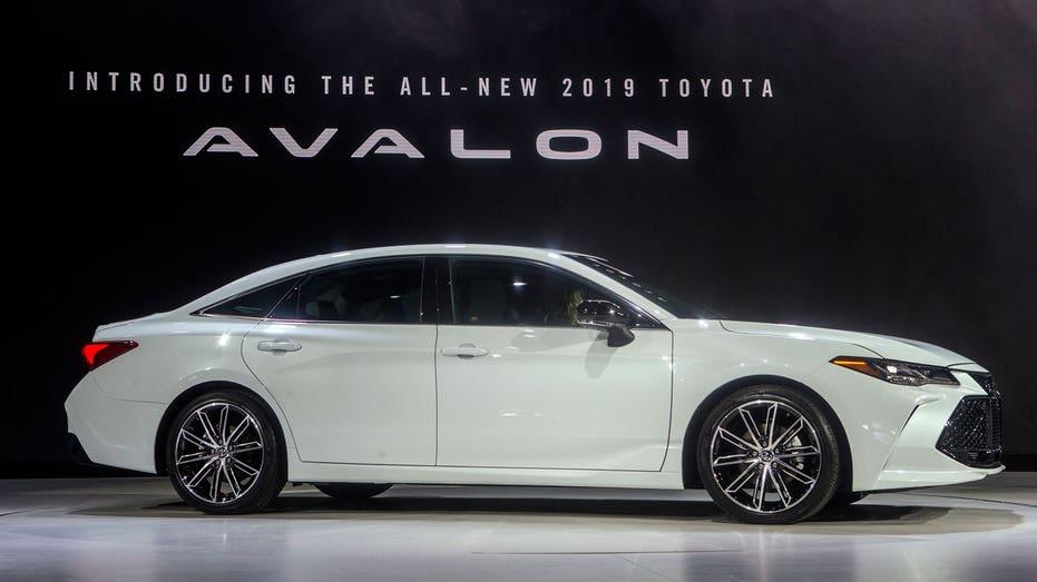 2019 Toyota Avalon, Detroit auto show AP FBN